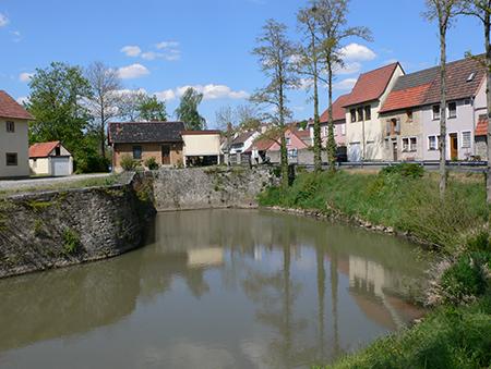 Das künstliche Hafenbecken von Marktsteft. Von hier aus bediente das Fürstentum Ansbach den über den Seehafen Amsterdam den Weltmarkt.