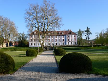 Blaues Schloss und formaler Garten Obernzenn. Besichtigungen nach Absprache.