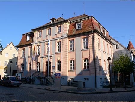 Das Palais Heydenab Gunzenhausen dient heute als Filiale der VR-Bank Mittelfranken West mit Sitz in Ansbach.