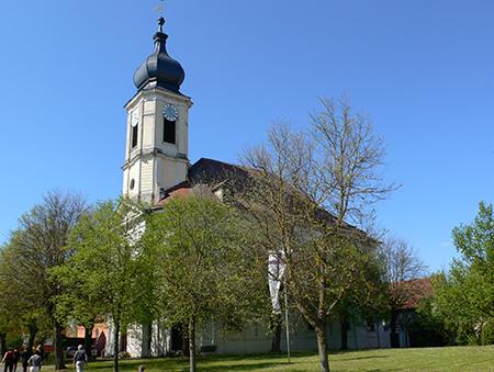 Die Hof- und Pfarrkirche Unterschwaningen ist heute evangelisch-lutherische Pfarrkirche und kann bei Führungen besichtigt werden. Sonntags ist Gottesdienst.